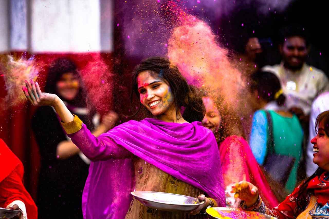 La Celebración Holi se celebra el Mes de Marzo y marca el inicio de la primavera en la india