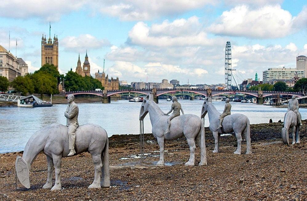 The Horsemen on the Thames (England) Bajamar